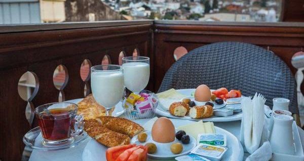 Büyükada Yalı Butik Otel'de kahvaltı dahil çift kişilik 1 gece konaklama seçenekleri 159 TL'den başlayan fiyatlarla! Fırsatın geçerlilik tarihi için DETAYLAR bölümünü inceleyiniz.