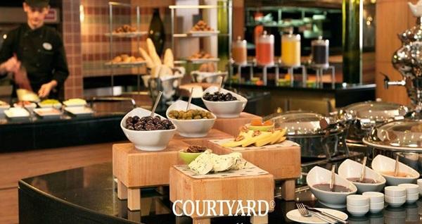 Courtyard by Marriott İstanbul West Hotel'de çift kişilik 1 gece konaklama ve spa keyfi 219 TL! Fırsatın geçerlilik tarihi için, DETAYLAR bölümünü inceleyiniz.