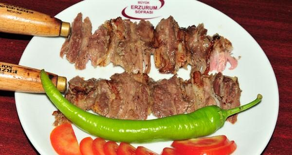 Büyük Erzurum Sofrası'nda Cağ Kebabı, ayran aşı çorbası, kadayıf dolması gibi pek çok doyumsuz lezzetten oluşan yöresel ziyafet 75 TL yerine 44,90 TL! Fırsatın geçerlilik tarihi için DETAYLAR bölümünü inceleyiniz.