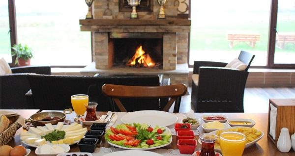 Nilüfer Atlı Spor Kulübü'nde çiftlik kahvaltısı ve 3 tur at binme seçenekleri kişi başı 29,90 TL'den başlayan fiyatlarla! Fırsatın geçerlilik tarihi için, DETAYLAR bölümünü inceleyiniz.