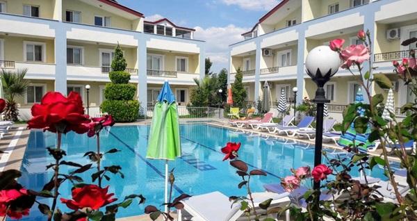 Kuşadası Melodi Club Hotel'de eğlenceli aquapark ve havuz keyfi kişi başı 39 TL! Fırsatın geçerlilik tarihi için DETAYLAR bölümünü inceleyiniz.