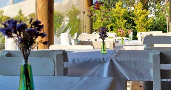Lavinya Hotel Bozcaada'da açık büfe kahvaltı dahil çift kişilik 1 gece konaklama 159 TL'den başlayan fiyatlarla! Fırsatın geçerlilik tarihi için DETAYLAR bölümünü inceleyiniz.