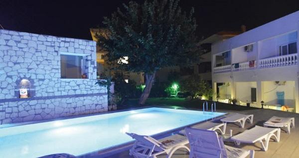Çeşme Hotel Doğa'da çift kişilik 1 gece konaklama seçenekleri 239 TL'den başlayan fiyatlarla! Fırsatın geçerlilik tarihi için, DETAYLAR bölümünü inceleyiniz.
