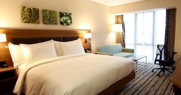 Hilton Garden Inn Ankara'da çift kişilik 1 gece konaklama seçenekleri 469 TL'den başlayan fiyatlarla! Fırsatın geçerlilik tarihi için DETAYLAR bölümünü inceleyiniz.