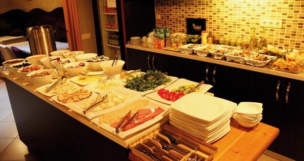 Büyükada Eskibağ Butik Hotel'de açık büfe kahvaltı dahil çift kişilik 1 gece konaklama 179 TL'den başlayan fiyatlarla! Fırsatın geçerlilik tarihi için, DETAYLAR bölümünü inceleyiniz.