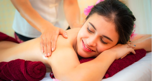 Gayrettepe Hotel Villa Blanche Healing Hands Spa'da 50 dakikalık masaj & ıslak alan kullanımı kişi seçenekleriyle