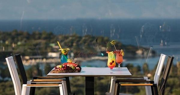 Çeşme Ayayorgi Hotel By T'de kahvaltı dahil çift kişilik 1 gece konaklama seçenekleri 349 TL'den başlayan fiyatlarla! Fırsatın geçerlilik tarihi için, DETAYLAR bölümünü inceleyiniz.
