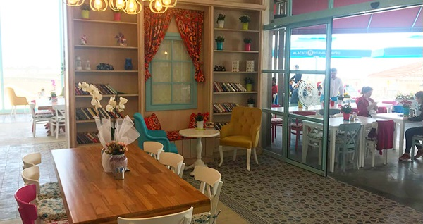 Alaçatı Muhallebicisi İSTMarina AVM'de enfes iftar menüleri 49 TL'den başlayan fiyatlarla! Bu fırsat 6 Mayıs - 3 Haziran 2019 tarihleri arasında, iftar saatinde geçerlidir.