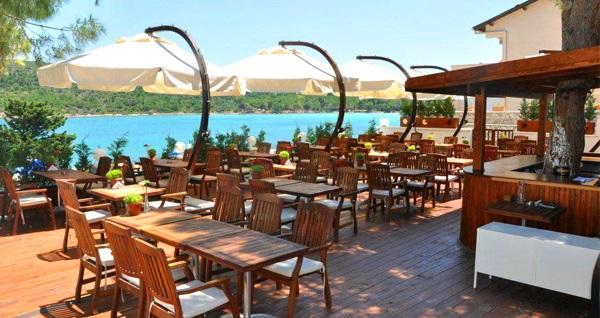 Çeşme Dodo Beach Club'ta plaj girişi, kahvaltı tabağı veya hamburger menüsü 84,90 TL'den başlayan fiyatlarla! Fırsatın geçerlilik tarihi için DETAYLAR bölümünü inceleyiniz.