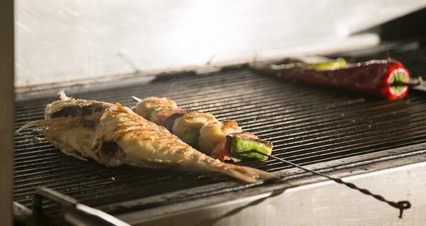 Bostanlı Temiz Mandıra'da 2 yerli içecek eşliğinde leziz balık menüsü 69,90 TL'den başlayan fiyatlarla! Fırsatın geçerlilik tarihi için DETAYLAR bölümünü inceleyiniz.