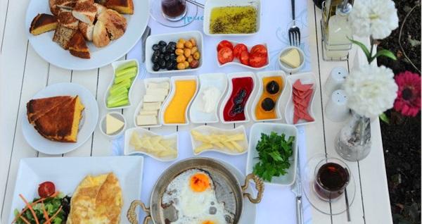 Kadıköy Beyaz Konak'ta sınırsız çay eşliğinde kahvaltı keyfi 17,90 TL'den başlayan fiyatlarla! Fırsatın geçerlilik tarihi için DETAYLAR bölümünü inceleyiniz.