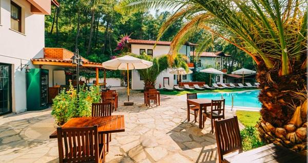 Fethiye Forest Gate Hotel'de çift kişilik odada kişi başı 1 gece kahvaltı dahil konaklama 185 TL'den başlayan fiyatlarla! Fırsatın geçerlilik tarihi için DETAYLAR bölümünü inceleyiniz.