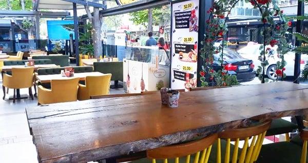 Çankaya Bahçelievler Cafe & Bistro'da portakal suyu veya sınırsız çay eşliğinde enfes serpme kahvaltı veya kahvaltı tabağı seçenekleri kişi başı 12,90 TL'den başlayan fiyatlarla! Fırsatın geçerlilik tarihi için, DETAYLAR bölümünü inceleyiniz.
