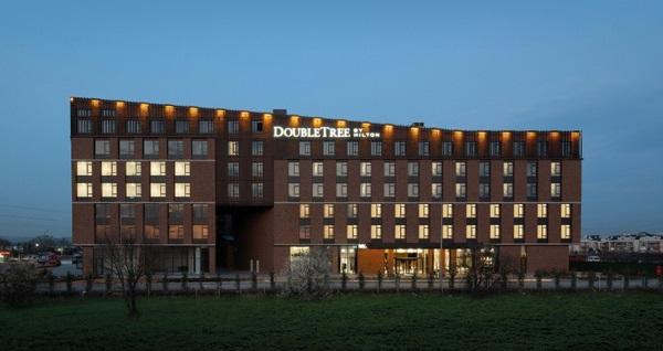 Doubletree By Hilton Kocaeli'de çift kişilik 1 gece konaklama seçenekleri 289 TL'den başlayan fiyatlarla! Fırsatın geçerlilik tarihi için, DETAYLAR bölümünü inceleyiniz.