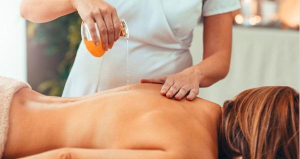 Relax De Lux Spa'nın 4 şubesinde geçerli rahatlatıcı masaj uygulamaları 75 TL'den başlayan fiyatlarla! Fırsatın geçerlilik tarihi için DETAYLAR bölümünü inceleyiniz.