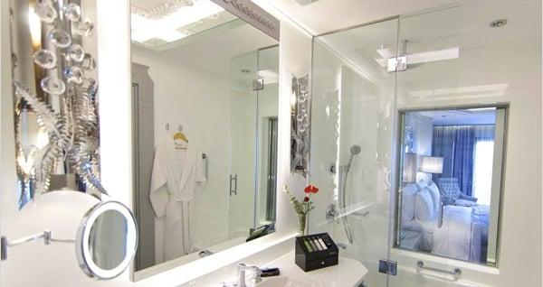 Beş yıldızlı Wyndham Grand İstanbul Kalamış Marina Hotel'de çift kişilik 1 gece konaklama seçenekleri 279 TL'den başlayan fiyatlarla! Fırsatın geçerlilik tarihi için DETAYLAR bölümünü inceleyiniz.
