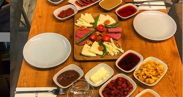 Lucksha Cafe'de 2 kişilik serpme kahvaltı menüsü 69 TL! Fırsatın geçerlilik tarihi için DETAYLAR bölümünü inceleyiniz.