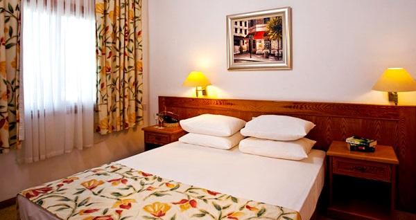 5 yıldızlı Mağusa Salamis Bay Conti Resort Hotel'de HER ŞEY DAHİL uçaklı konaklama paketleri kişi başı 1.219 TL'den başlayan fiyatlarla! Detaylı bilgi ve size en uygun fiyatların sunulması için hemen 0850 532 50 76 numaralı telefonu arayın!