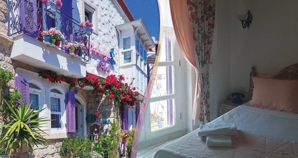 Atmosferi ile büyüleyen Alaçatı Çiftekuyu Hotel'de çift kişilik 1 gece konaklama seçenekleri 350 TL'den başlayan fiyatlarla! Fırsatın geçerlilik tarihi için DETAYLAR bölümünü inceleyiniz.