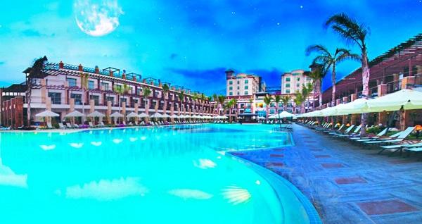5 yıldızlı Girne Cratos Premium Hotel'de TAM PANSİYON PLUS uçaklı konaklama paketleri kişi başı 1.050 TL'den başlayan fiyatlarla! Detaylı bilgi ve size en uygun fiyatların sunulması için hemen 0850 532 50 76 numaralı telefonu arayın!