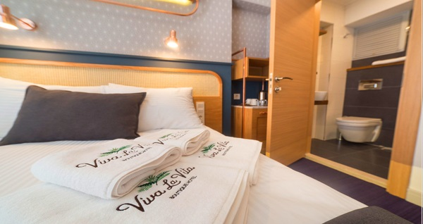 Konak Viva La Vita Hotel'de kahvaltı dahil çift kişilik 1 gece konaklama keyfi 300 TL yerine 199 TL! Fırsatın geçerlilik tarihi için, DETAYLAR bölümünü inceleyiniz.