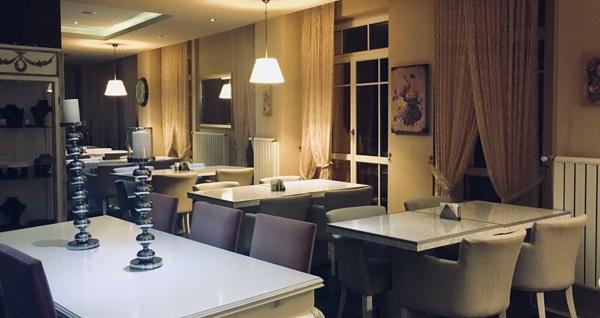 Büyükada Princess Hotel'de kahvaltı dahil çift kişilik konaklama 299 TL! Fırsatın geçerlilik tarihi için, DETAYLAR bölümünü inceleyiniz.