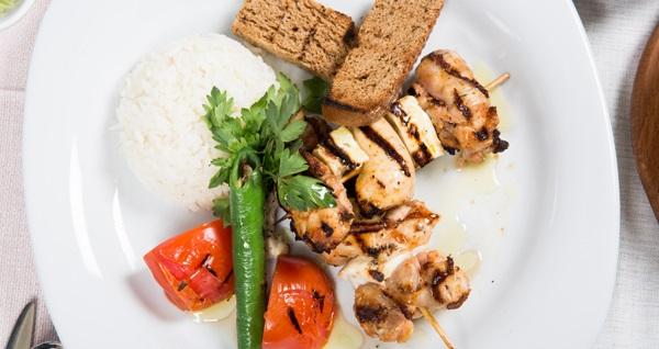 Mirage Lounge Istanbul'da muhteşem şehir manzarası eşliğinde zengin iftar menüleri 100 TL'den başlayan fiyatlarla! 6 Mayıs - 3 Haziran 2019 tarihleri arasında, iftar saatinde geçerlidir.