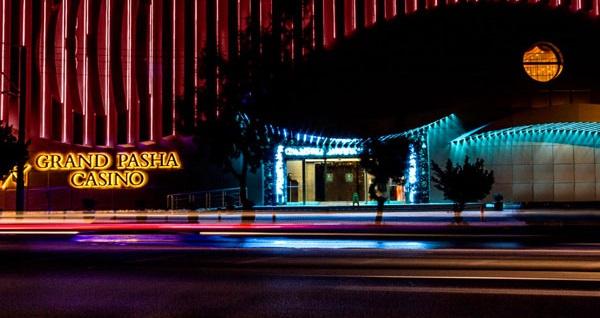 Girne Grand Pasha Hotel'de uçaklı YARIM PANSİYON konaklama paketleri kişi başı 1.119 TL'den başlayan fiyatlarla! Detaylı bilgi ve size en uygun fiyatların sunulması için hemen 0850 532 50 76 numaralı telefonu arayın!