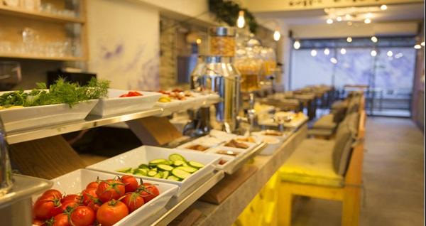 Konak Viva La Vita Hotel'de kahvaltı dahil çift kişilik 1 gece konaklama keyfi 270 TL yerine 169 TL! Fırsatın geçerlilik tarihi için, DETAYLAR bölümünü inceleyiniz.