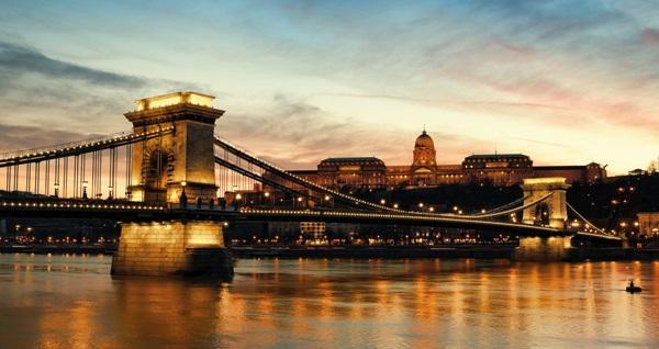 """8 gün 7 gece konaklamalı """"Mega Orta Avrupa Turu"""" 2.500 TL'den başlayan fiyatlarla! Detaylı bilgi ve size en uygun fiyatların sunulması için hemen 0850 532 52 81 numaralı telefonu arayın!"""