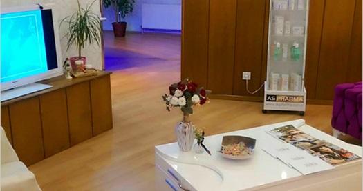 Miranda Güzellik Merkezi'nde cilt analizi hediyeli 60 dakika profesyonel cilt bakımı 150 TL yerine 49 TL! Fırsatın geçerlilik tarihi için DETAYLAR bölümünü inceleyiniz. Miranda Güzellik Salonu; Pazar hariç haftanın diğer günleri 10.00-19.00 saatleri arasında hizmet vermektedir.