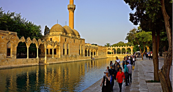 İzmir kalkışlı her Perşembe hareketli 4 gün 3 gece konaklamalı UÇAKLI Gaziantep - Şanlıurfa - Mardin turu kişi başı 1500 TL! Fırsatın geçerlilik tarihi için DETAYLAR bölümünü inceleyiniz.