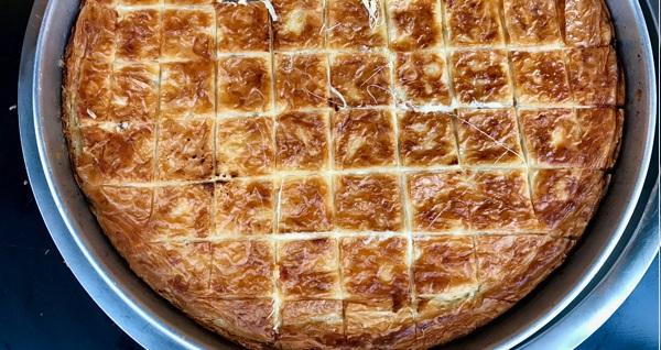 Yamaç Unlu Mamüller'den su böreği, kol böreği, ekler pasta ve kuru pasta seçenekleri 20 TL'den başlayan fiyatlarla! Fırsatın geçerlilik tarihi için DETAYLAR bölümünü inceleyiniz.