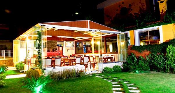 Ege'nin incisi Yenifoça Villa Fokai Hotel'de çift kişi 1 gece kahvaltı dahil konaklama ve yerli içecekli akşam yemeği 360 TL yerine 299 TL! Fırsatın geçerlilik tarihi için DETAYLAR bölümünü inceleyiniz.
