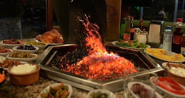 Avcılar Safran Elite Restaurant'ta muhteşem manzara eşliğinde zengin yemek menüsü 140 TL yerine 65 TL! Fırsatın geçerlilik tarihi için DETAYLAR bölümünü inceleyiniz.