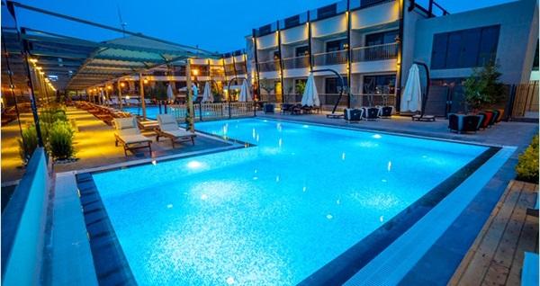 Çeşme Kosa Otel'de açık büfe kahvaltı ve havuz keyfi kişi başı 70 TL! Fırsatın geçerlilik tarihi için DETAYLAR bölümünü inceleyiniz.