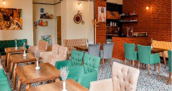 Beyoğlu Madame Roza Cafe'de sınırsız çay eşliğinde kahvaltı keyfi 45 TL yerine 29 TL! Fırsatın geçerlilik tarihi için DETAYLAR bölümünü inceleyiniz.