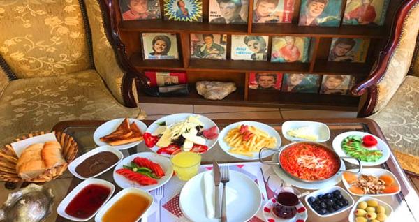 Ankara Kalesi Gramofon Cafe'de serpme kahvaltı kişi başı 40 TL yerine 24,90 TL! Fırsatın geçerlilik tarihi için, DETAYLAR bölümünü inceleyiniz.