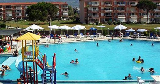 Kuşadası Rainbow Beach Club Aqua City'de hamburger menü 1 kişilki havuz ve plaj girişi 38 TL yerine 14,90 TL! 14 Eylül 2015 tarihine kadar haftanın her günü 09:00 ile 19:00 saatleri arası geçerlidir. Fırsata, 1 kişilik havuz ve plaj girişi ile hamburger menüyü içerir.