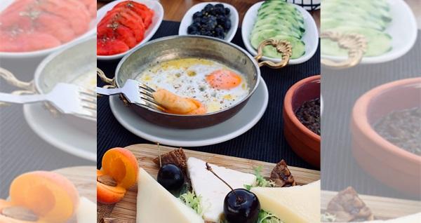 Urla Ata Gurme'de sınırsız çay eşliğinde zengin içerikli serpme kahvaltı kişi başı 29,90 TL! Fırsatın geçerlilik tarihi için, DETAYLAR bölümünü inceleyiniz.