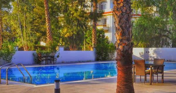 Girne Park Palace Hotel Kyrenia'da 2 gece YARIM PANSİYON konaklama ve gidiş-dönüş uçak bileti kişi başı 819 TL'den başlayan fiyatlarla! Detaylı bilgi ve rezervasyon için hemen 0850 532 50 76 numaralı telefonu arayın!