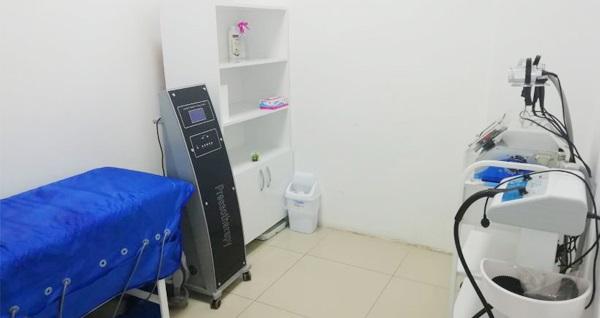 Bornova Fox Beauty Clinic'te 10 seans koltuk altı veya özel bölgedeki tüylerden kurtulma ve 4 seans G5 zayıflama paketi 1.100 TL yerine 12,90 TL! Fırsatın geçerlilik tarihi için DETAYLAR bölümünü inceleyiniz.