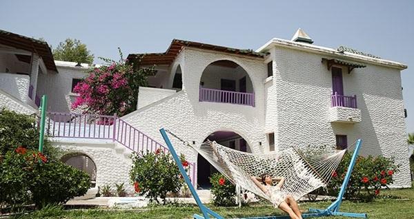 Mağusa Merit Cyprus Gardens Hotel'de HER ŞEY DAHİL uçaklı konaklama paketleri kişi başı 979 TL'den başlayan fiyatlarla! Detaylı bilgi ve size en uygun fiyatların sunulması için hemen 0850 532 50 76 numaralı telefonu arayın!