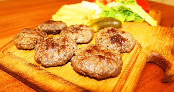 Flower Garden'dan tadına doyamayacağınız köfte veya schnitzel menü seçenekleri 23 TL! Fırsatın geçerlilik tarihi için DETAYLAR bölümünü inceleyiniz.