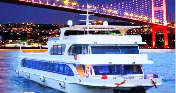 SahilTur'dan tekne gezisi eşliğinde romantik sevgililer günü yemeği ÇİFT KİŞİ