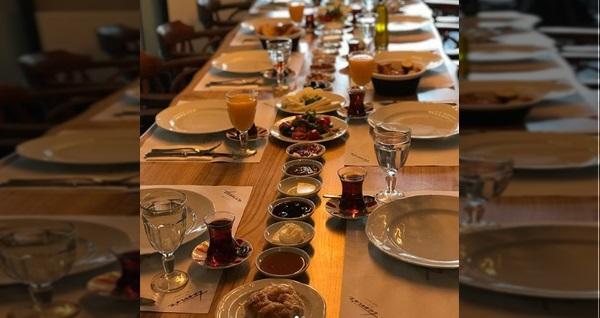 Bostanlı Temiz Mandıra'da sınırsız çay eşliğinde enfes serpme kahvaltı kişi başı 31 TL yerine 24,90 TL! Fırsatın geçerlilik tarihi için, DETAYLAR bölümünü inceleyiniz.