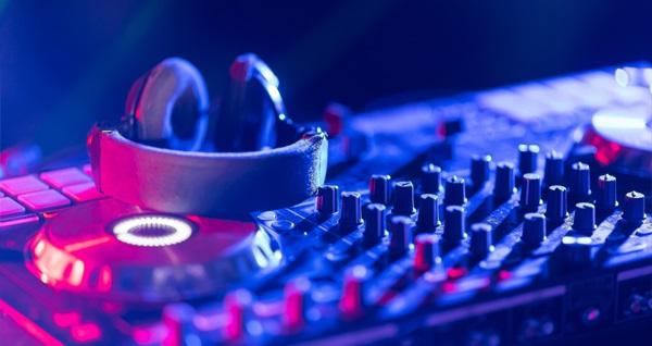 Moda Stüdyo DJ Music Academy'den 2 saatlik DJ Workshopu 300 TL yerine 29 TL! Fırsatın geçerlilik tarihi için DETAYLAR bölümünü inceleyiniz.