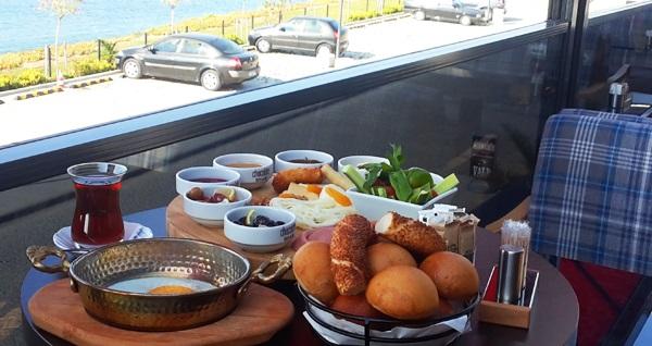 Chocolate Bistro & Bar West Marina'da Deniz Manzarası sınırsız çay eşliğinde serpme kahvaltı keyfi 39,90 TL! Fırsatın geçerlilik tarihi için DETAYLAR bölümünü inceleyiniz.