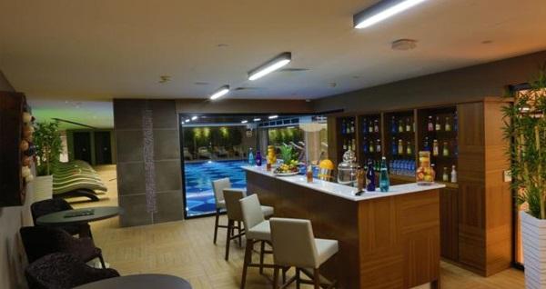 Steigenberger Airport Hotel'de çift kişilik 1 gece konaklama seçenekleri 312 TL'den başlayan fiyatlarla! Fırsatın geçerlilik tarihi için DETAYLAR bölümünü inceleyiniz.