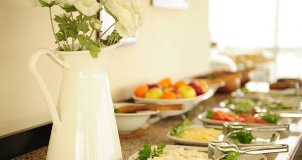 İzmir Üstün Otel'de kahvaltı dahil çift kişilik 1 gece konaklama 170 TL yerine 129 TL! Fırsatın geçerlilik tarihi için, DETAYLAR bölümünü inceleyiniz.